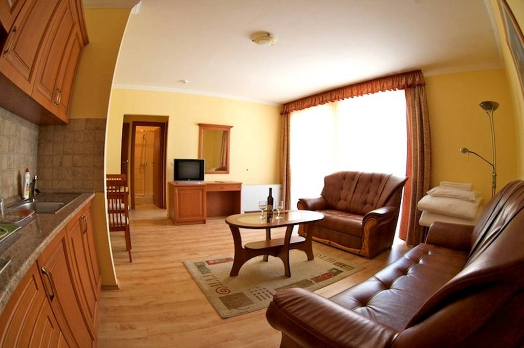 Hotel Jrja Hajdszoboszl - 4 gyas apartman nappai
