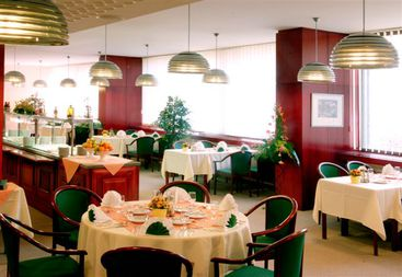Hotel Balnea Esplanade Pieany - Retaurcia
